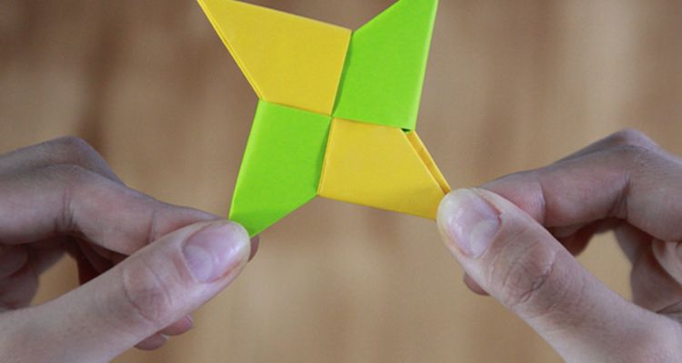 How to Make an Easy Origami Envelope | 400x750