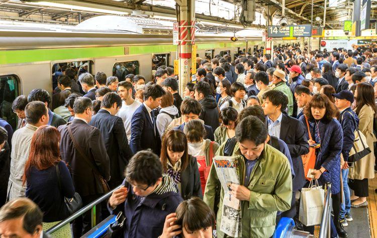 crowded Yamanote Line platform