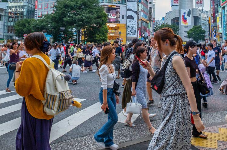 shibuya crossing scene