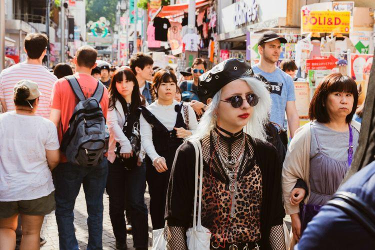 busy tokyo scene