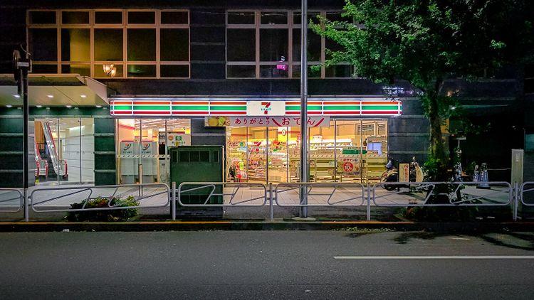 7-Eleven at night