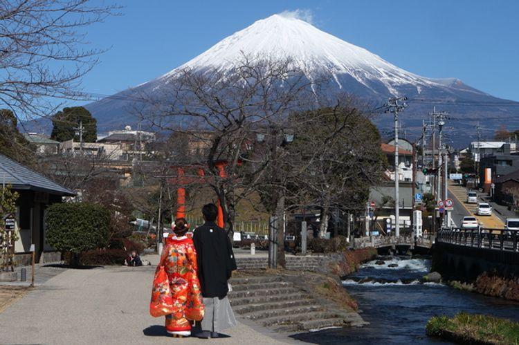 tổ chức hôn lễ ở núi Phú Sĩ