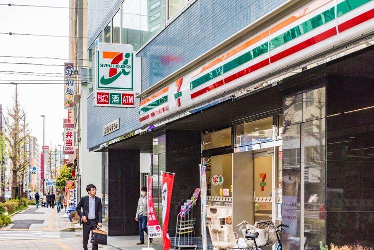 Japanese 7-Eleven exterior