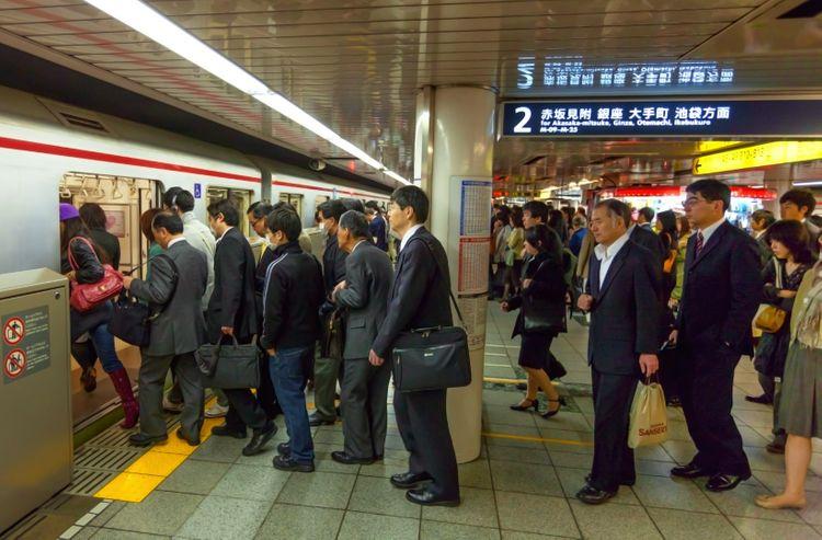 In line for a train akasaka mitsuke