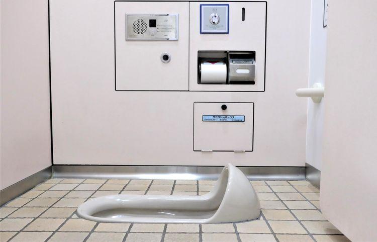 Japanese-toilet-in-tohoku-region-squat-toilet ส้วมหลุม ห้องน้ำแบบญี่ปุ่น