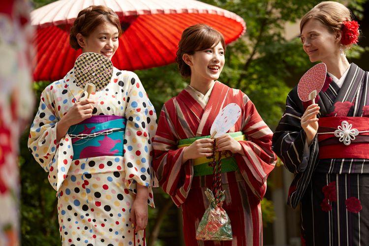 japanese foreigner girls wearing kimono