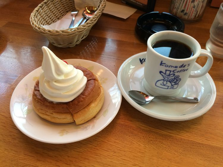 Komeda Coffee siroonoire and coffee