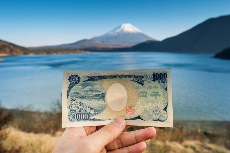 千圓紙鈔與本栖湖和富士山