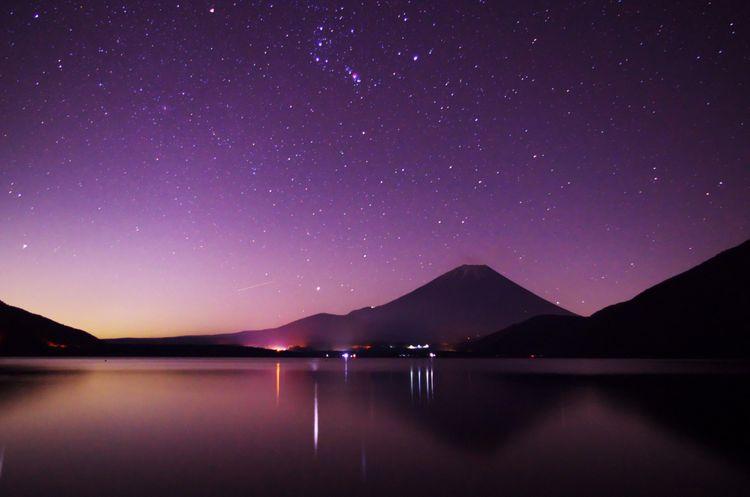 本栖湖、富士山星空夜景