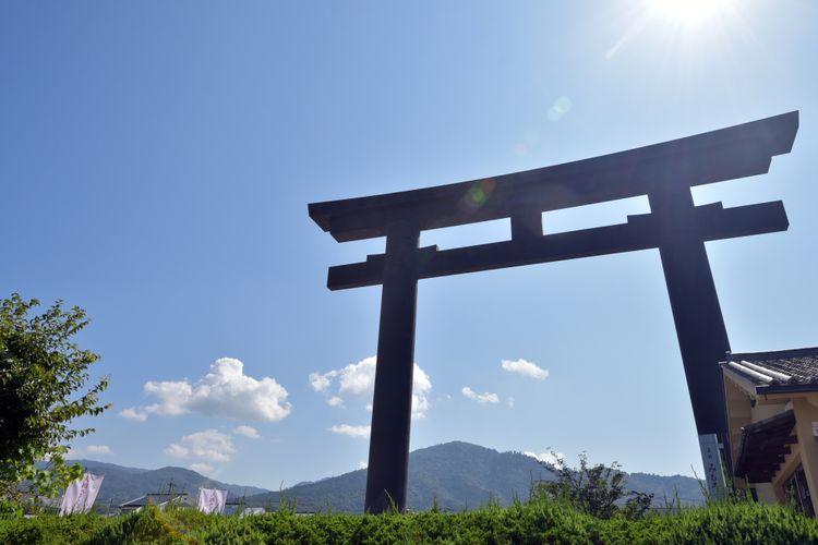 omiwa jinja torii