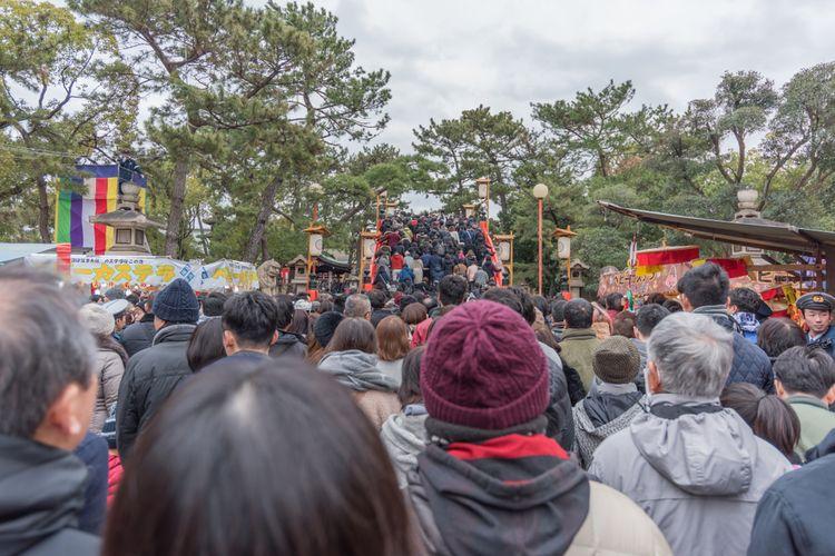 Osaka's sumiyoshi taisha shrine is great for hatsumode on new years