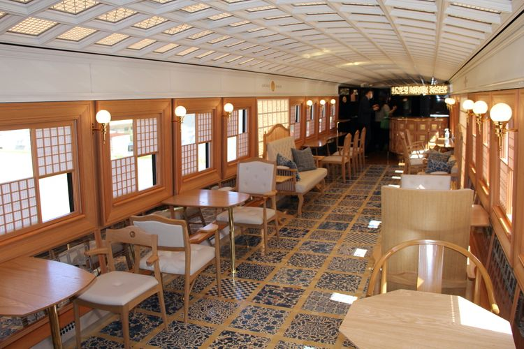 「36+3」列車車廂內部座位區