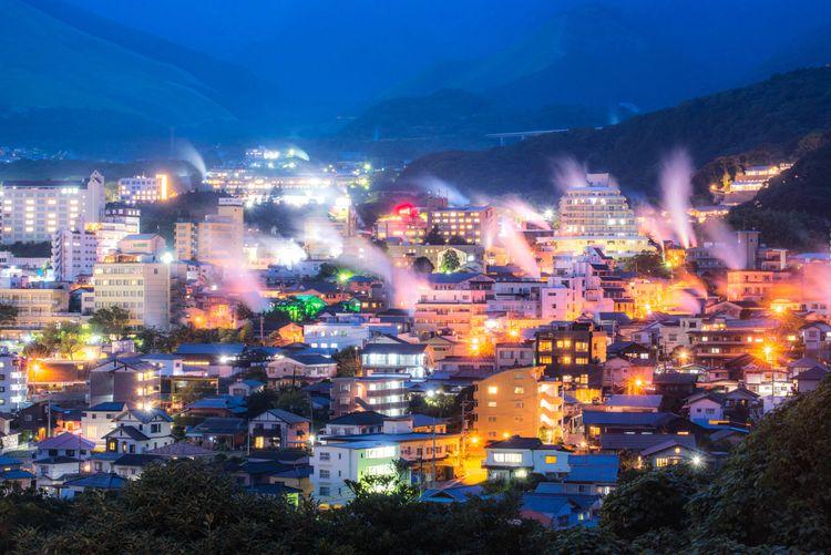 鐵輪溫泉的湯煙夜景