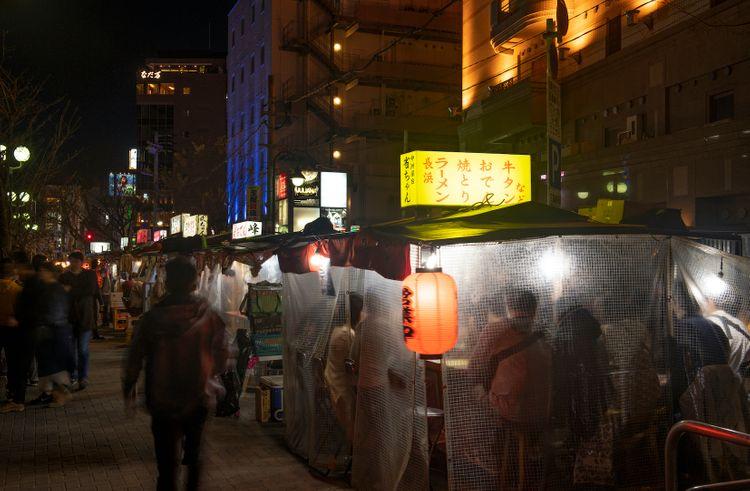 入夜後福岡屋台料理景色