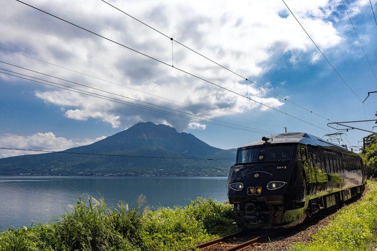 36+3列車駛過櫻島的景色