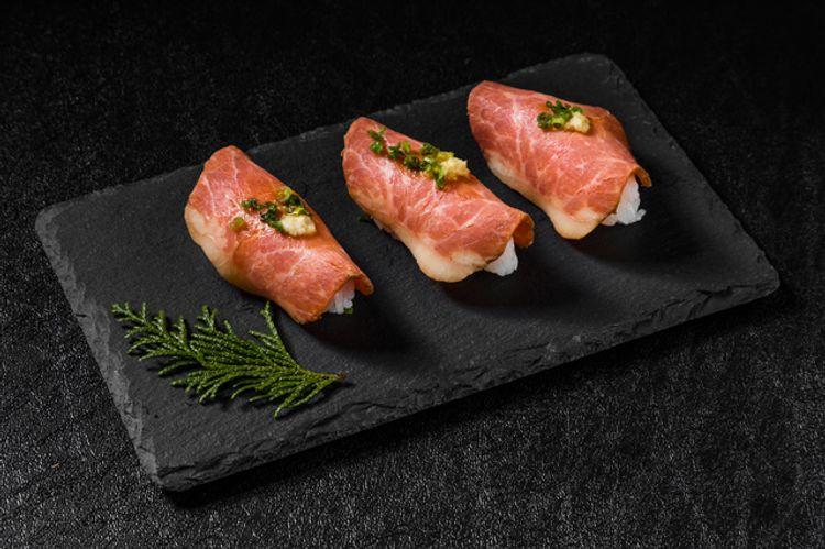 sushi thịt bò tái