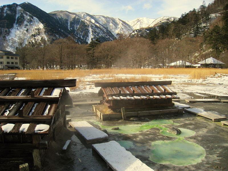 800px-Thermal_springs,_Yumoto,_Nikko_National_Park,_Tochigi,_Japan