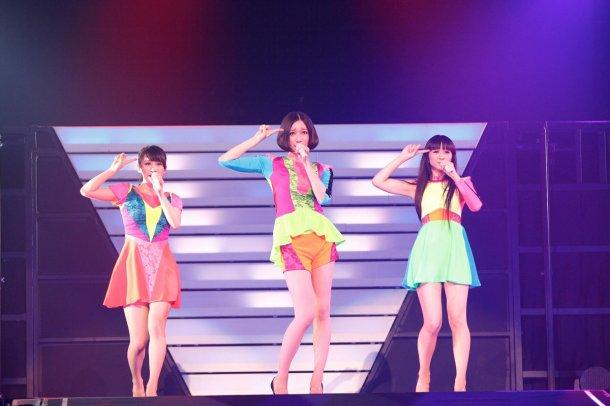 news_large_Perfume1