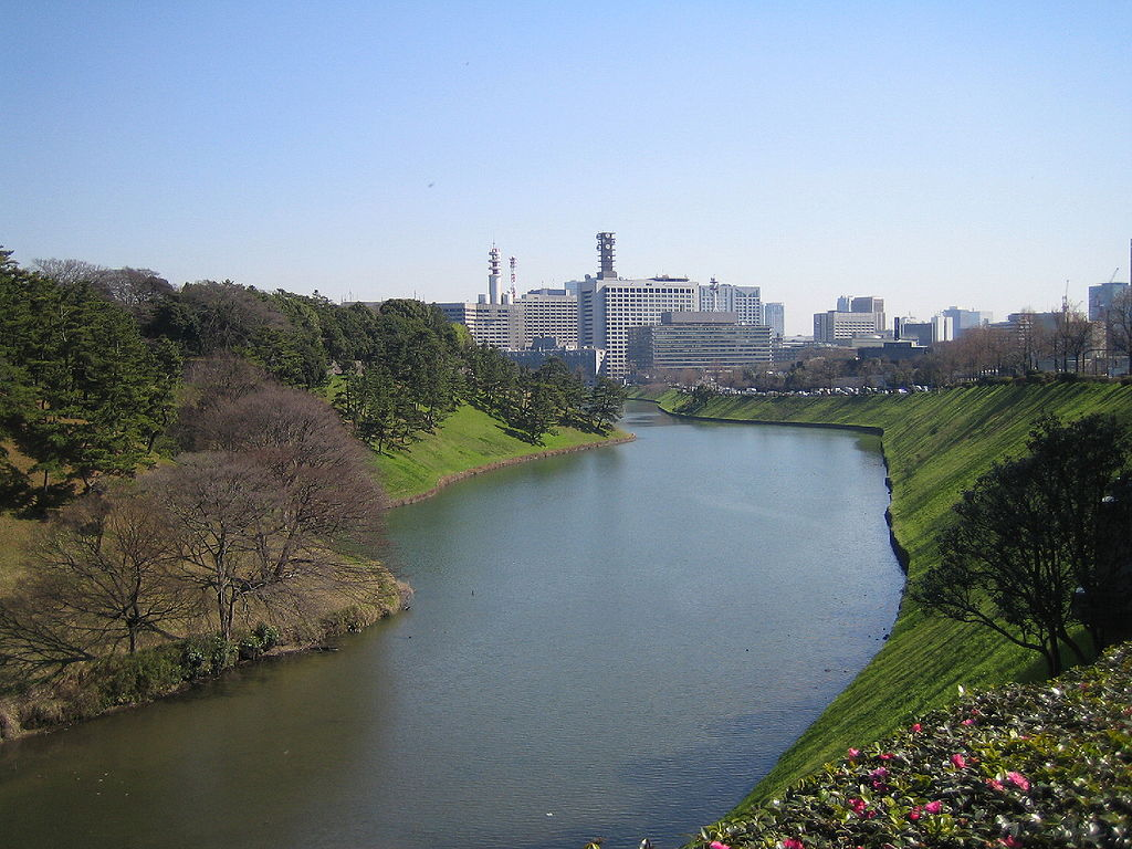 1024px-The_Moat_of_The_Imperial_Palace