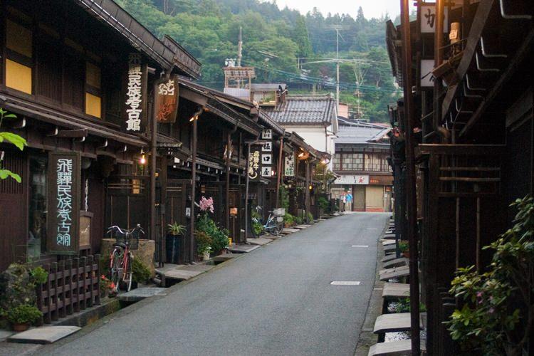 10. Takayama