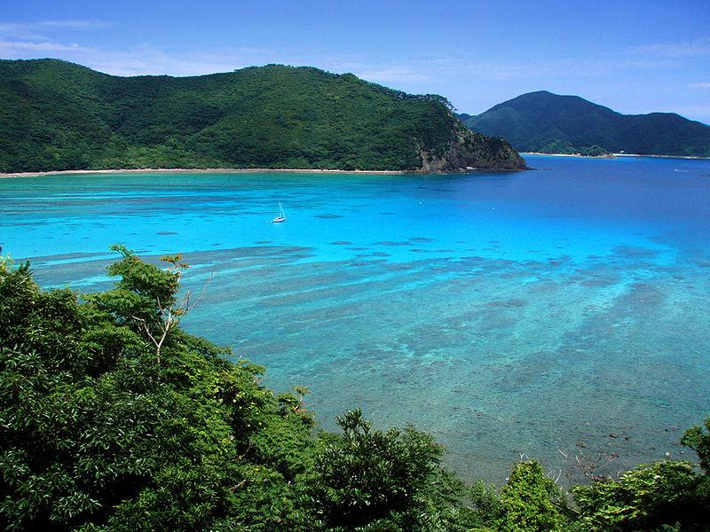 800px-View_of_Katetsu_cove_from_nearby_Manen-zaki