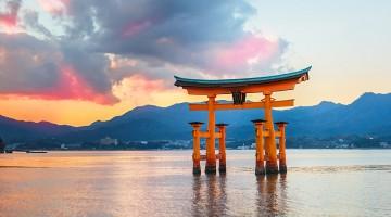 Great-floating-gate-O-Torii-on-Miyajima-island