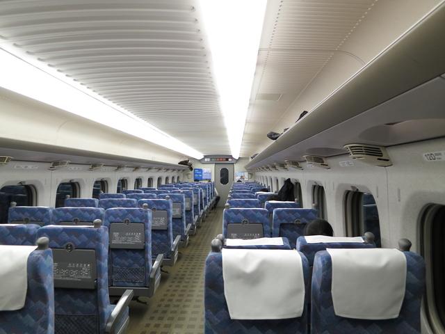 pixta_15200019_S_空車の新幹線
