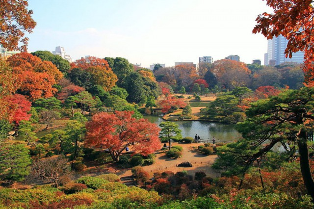 s_1200px-bunkyo_rikugien_panoramic_view_in_late_autumn_1-1024x683